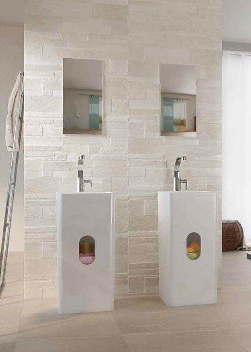 Due lavandini e due specchi