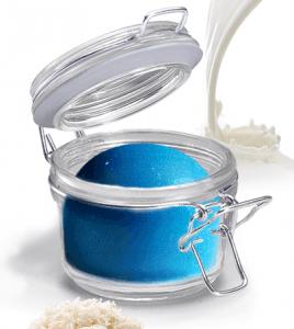 un barattolo di scrub di color blu