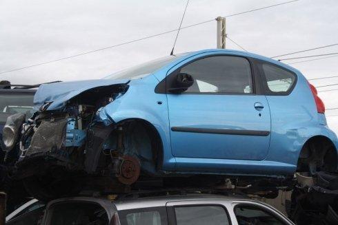 veicoli da rottamare, motoveicoli da demolire, recupero pezzi auto