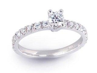 Anello solitario centrale con diamanti sui lati - Gioielli Barron