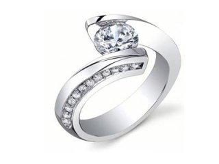 Anello solitario con diamanti laterali - Gioielli Barron