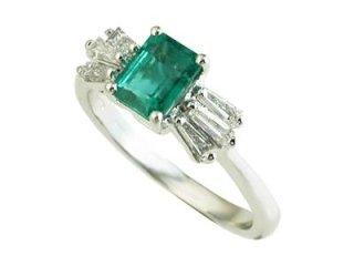 Anello con smeraldo colombiano e diamanti taglio baguette