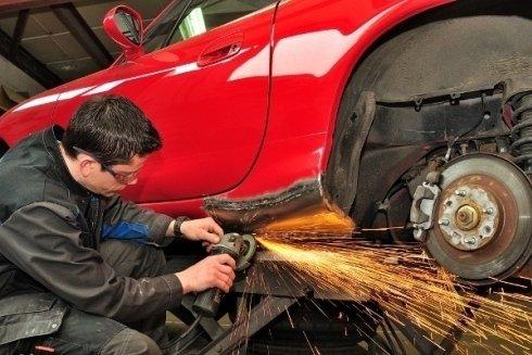riparazione di auto incidentate