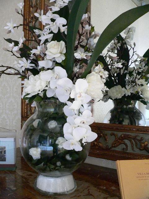 Vaso con fiori artificiali