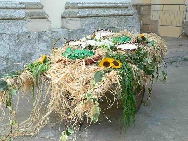 Composizione di fiori artificiali, creazione esclusiva per matrimonio