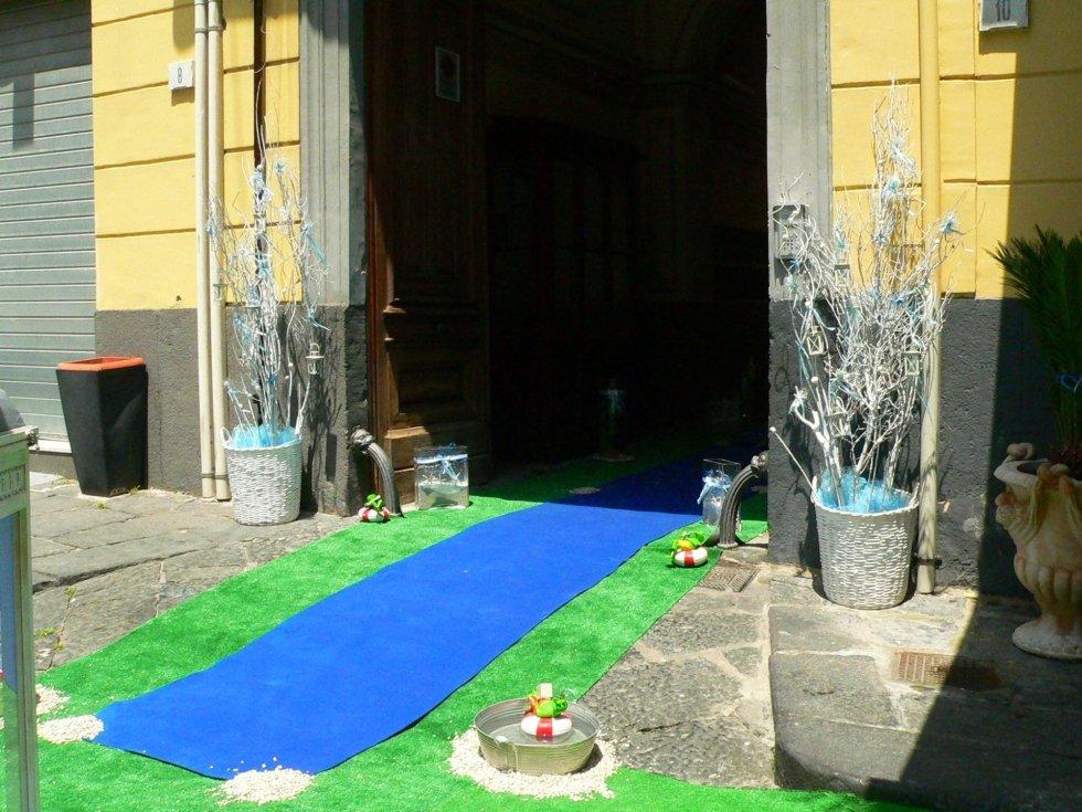 Prima comunione con scenografie dedicate con piante essiccate