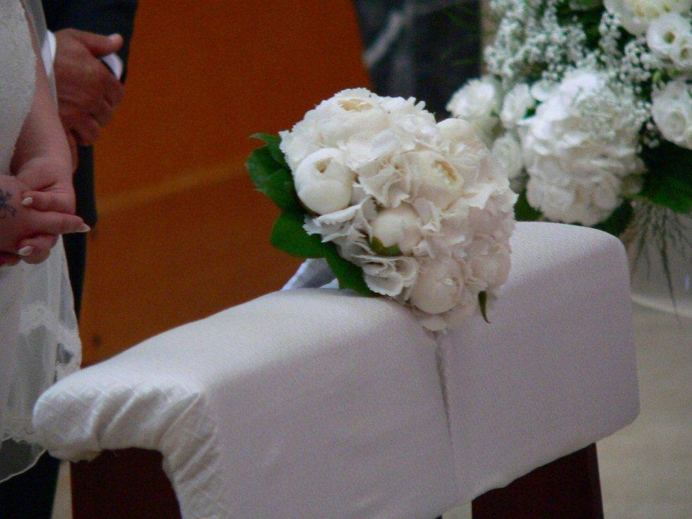 Sposa, bouquet di fiori