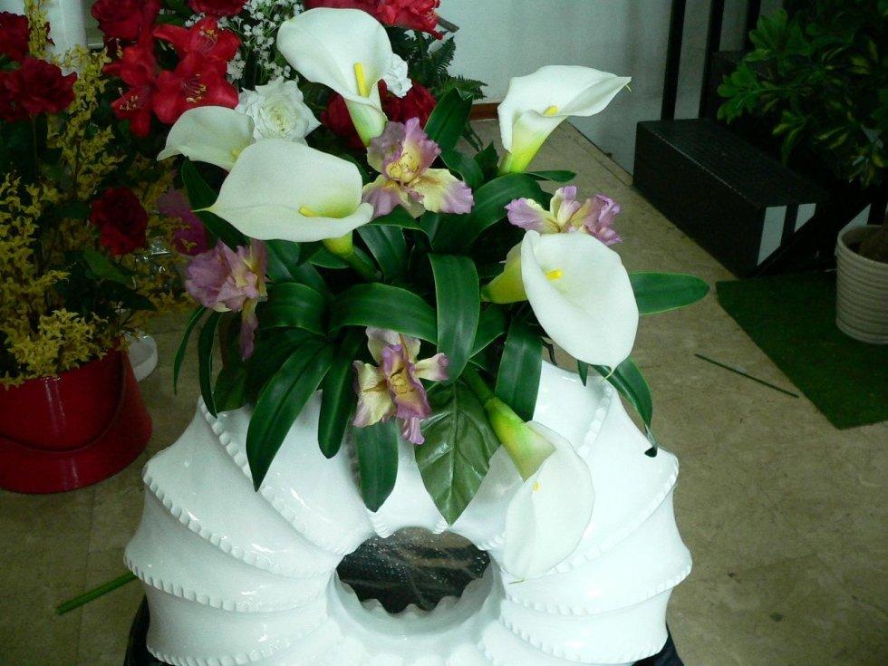 Splendida composizione di fiori artificiali
