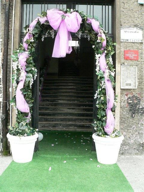 Entrata palazzo addobbata per prima comunione