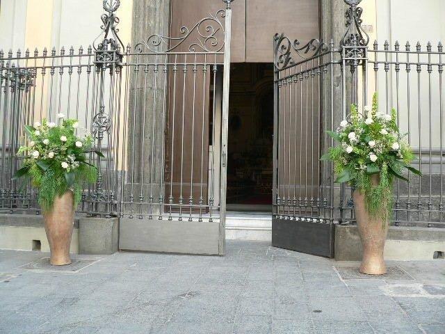 Fioriere esterno chiesa per matrimonio