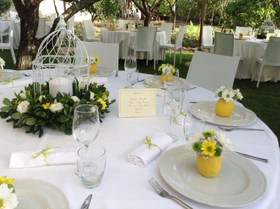 Centro tavola addobbato per matrimonio