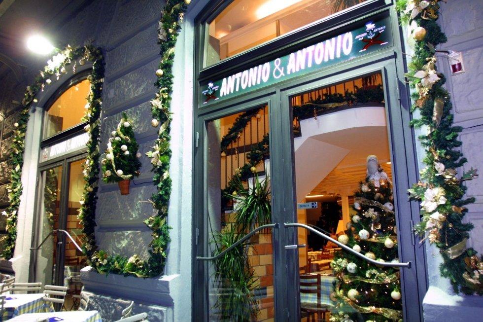 Allestimento con addobbi e luci natalizie, Ristorante Antonio & Antonio, Napoli