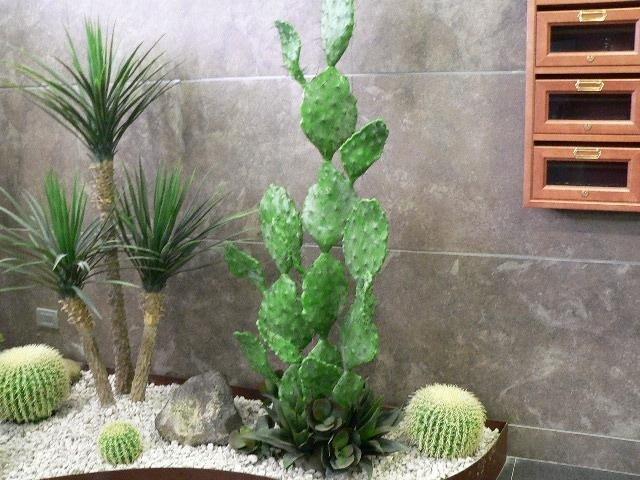 Composizioni per interni con piante artificiali