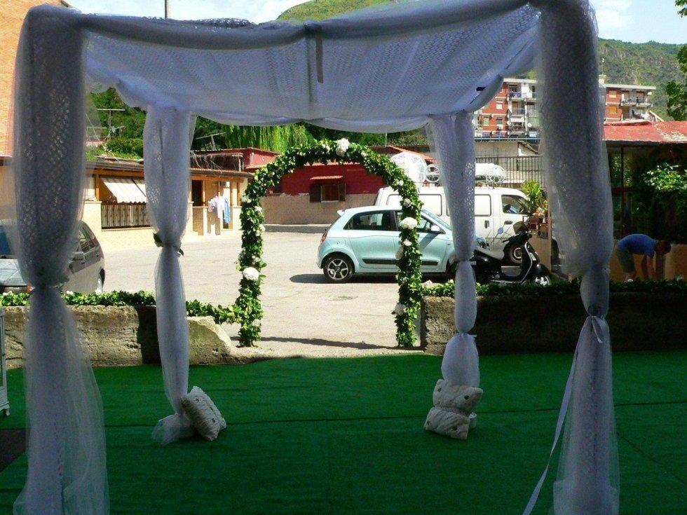 Allestimenti con composizioni floreali per matrimonio