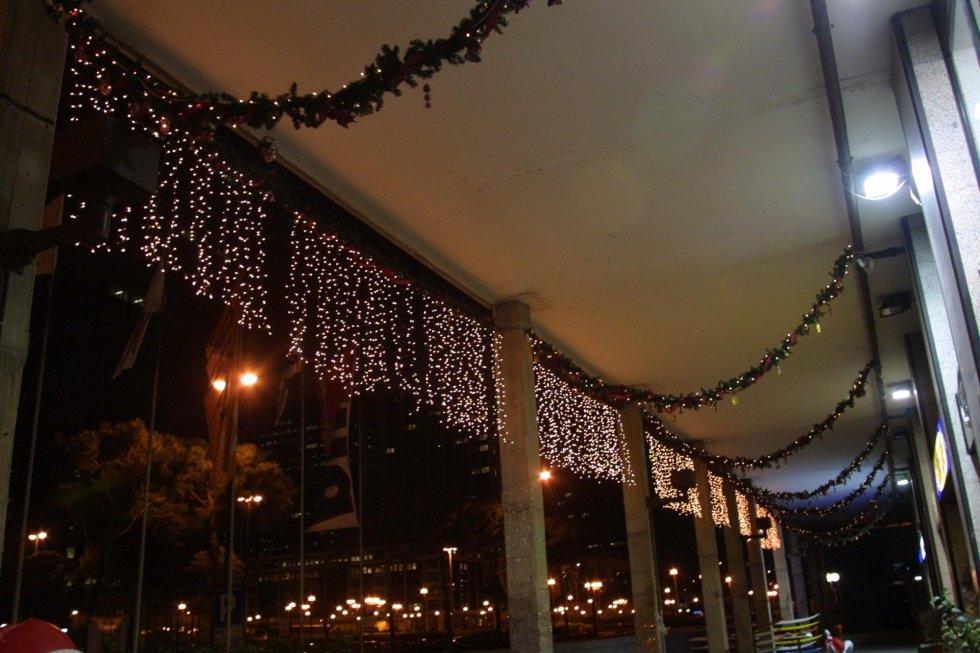 Allestimento con luminarie esterno negozio