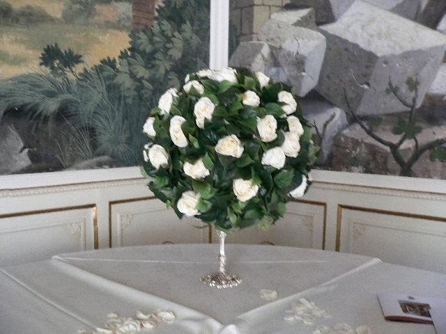 Addobbo con fiori artificiali
