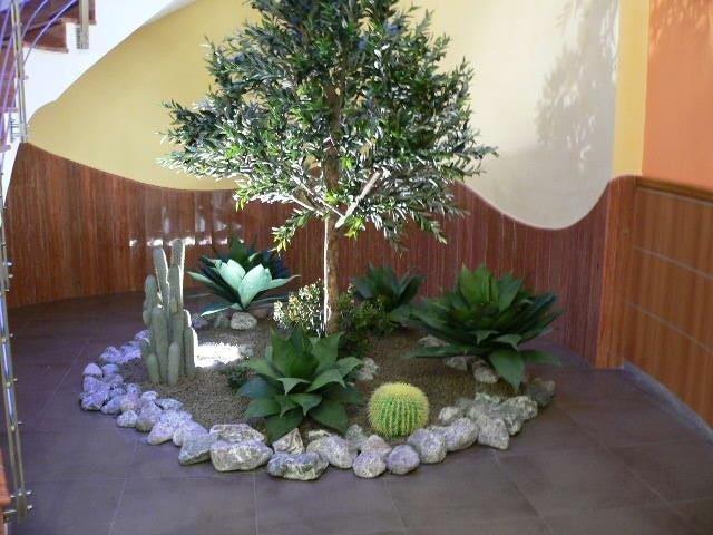 Composizioni con piante artificiali