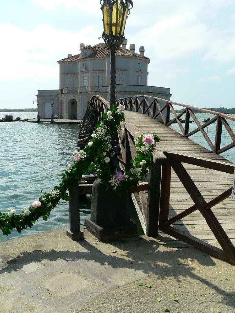 Addobbo floreale per matrimonio ppresso la casina Vanvitelliana