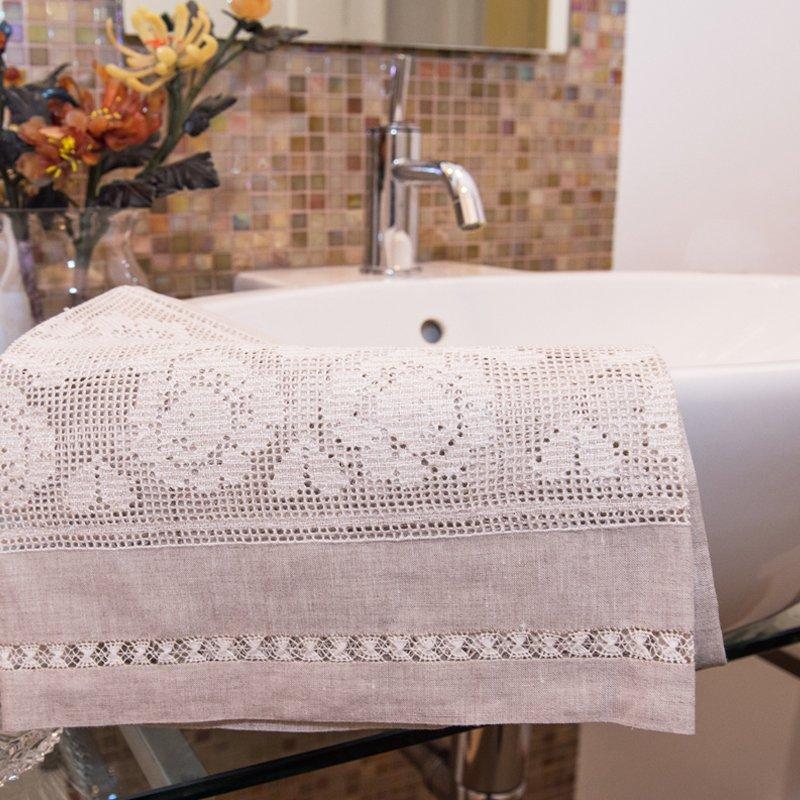 Tovaglietta da bagno ricamata