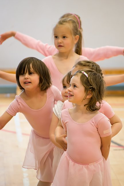 Small ballet dancers