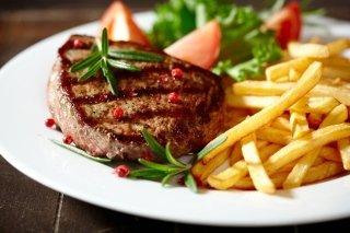 carne ai ferri e patatine