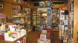 vendita zainetti e riviste per ragazzi