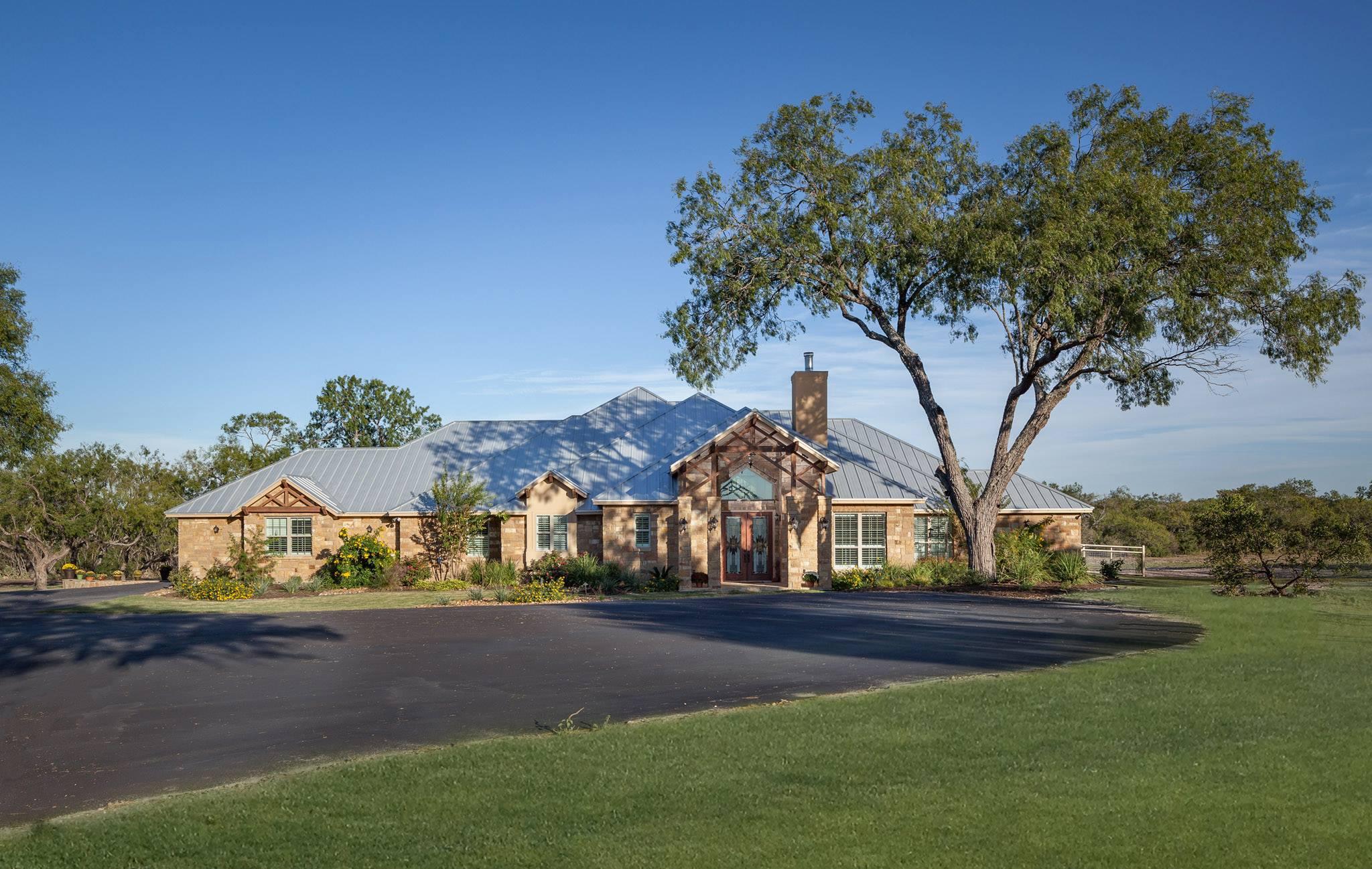 Flagstone Landscaping Design in New Braunfels TX