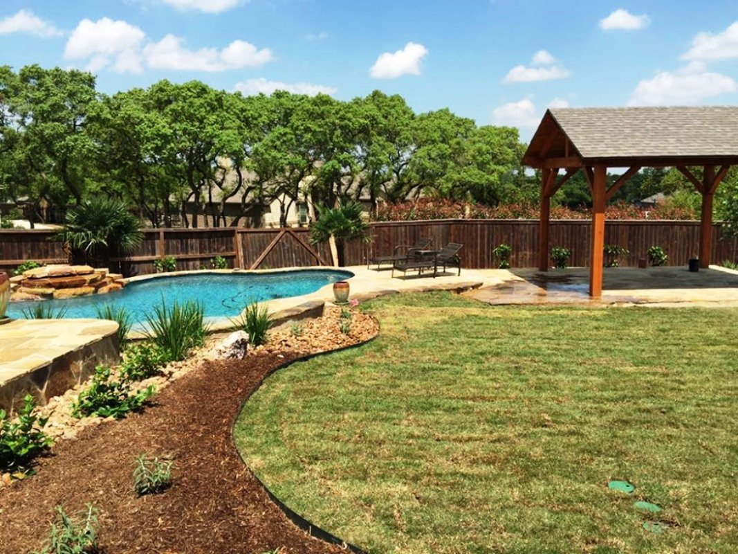 backyard landscaping contractor in Seguin, TX
