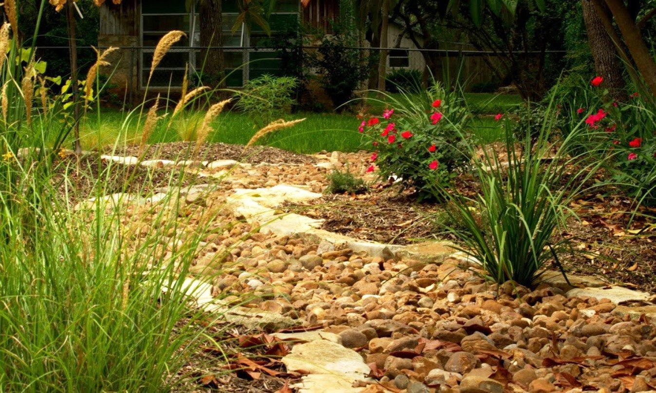 flagstone landscaping design in San Antonio, TX