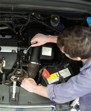 Mechanical repairs and car body repairs - Clapham North, London - Sams Autos - Car engine