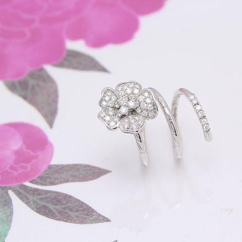 anello con diamanti a spirale