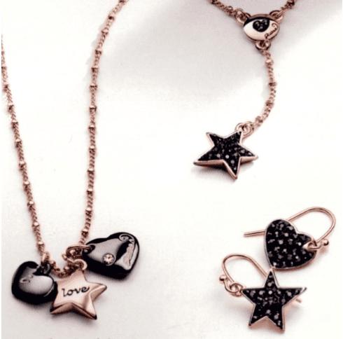Orecchini e ciondoli a forma di stella e cuore