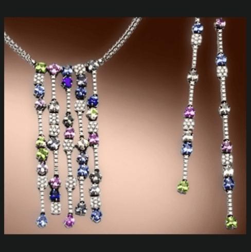 collana e orecchini con lunghi pendenti di pietre preziose colorate