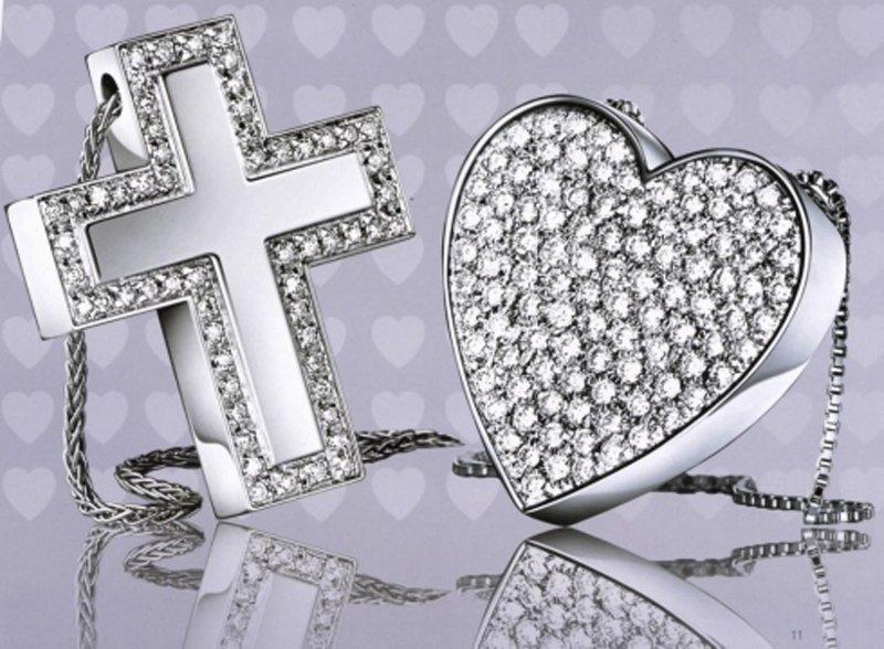 pendenti a forma di croce e cuore