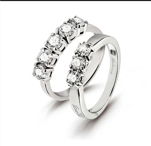 anelli con vari diamanti