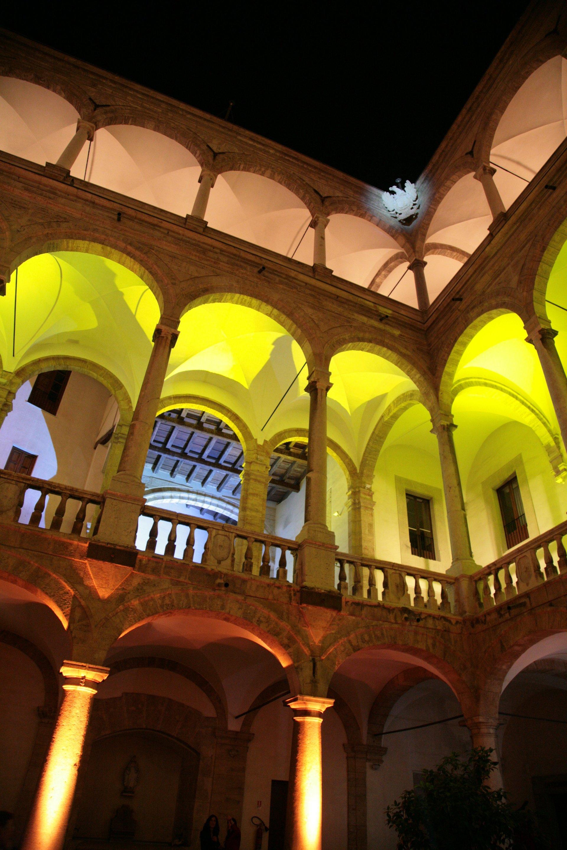 palazzo dei Normanni illuminato