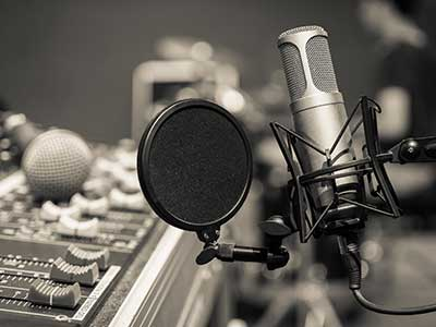 Microfono di registrazione e strumentazione di registrazione professionale