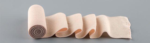 una fascia elastica arrotolata