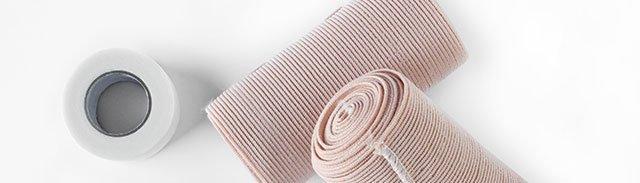 delle fasce elastiche arrotolate