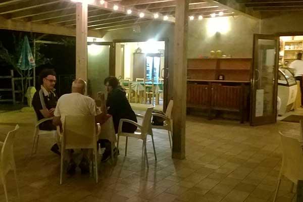 tavoli all'esterno del nostro Bar Trattoria