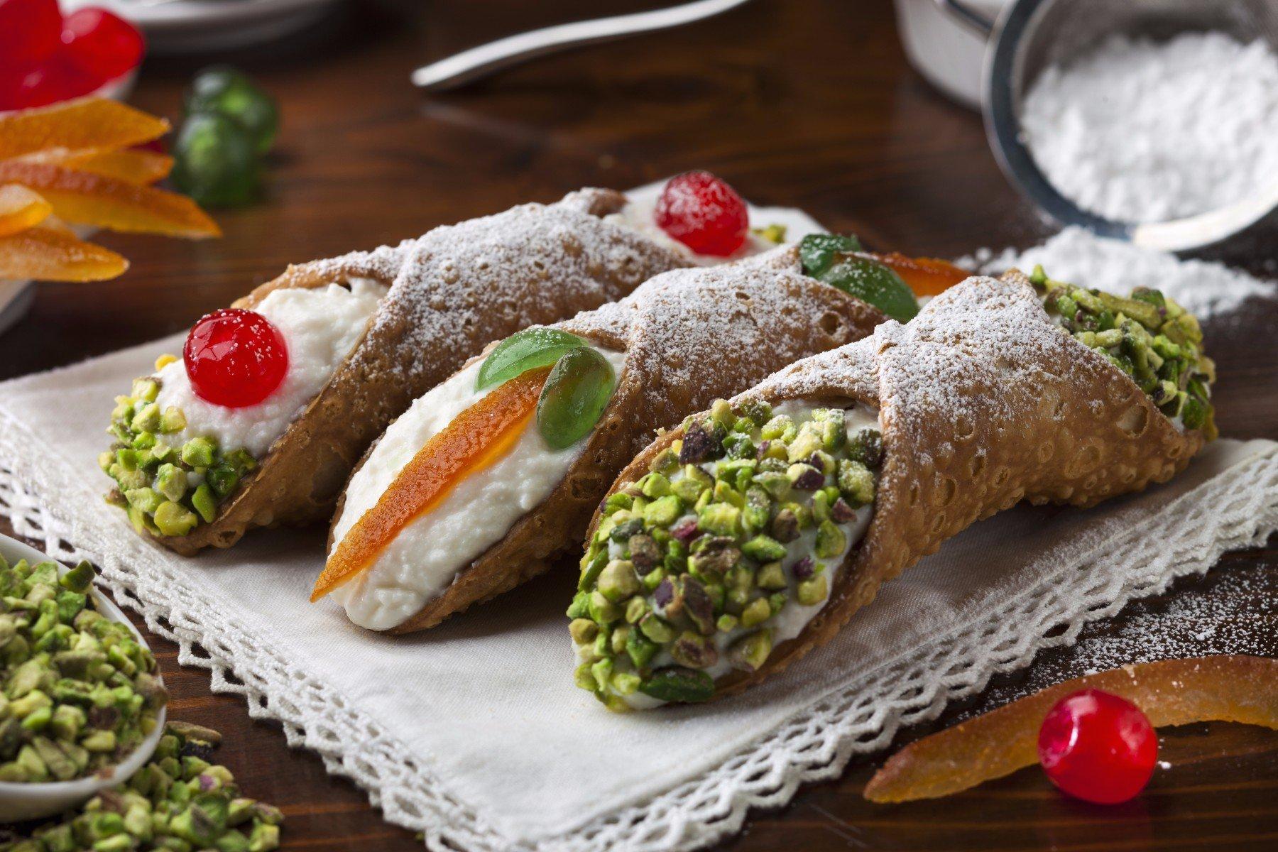 Cannoli siciliani di crema e pistacchio