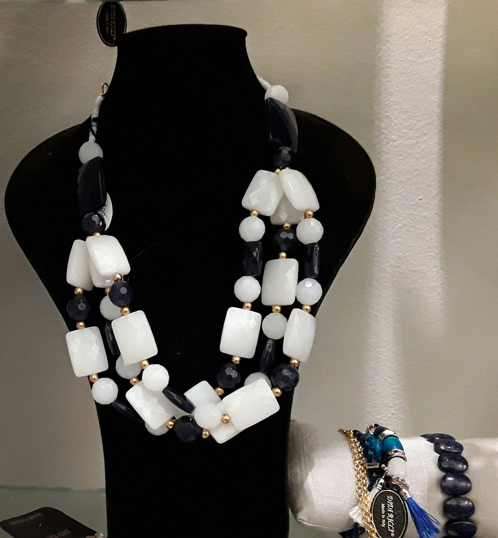 Collana bianco e nero