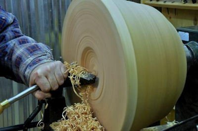 Turning a bowl on the lathe