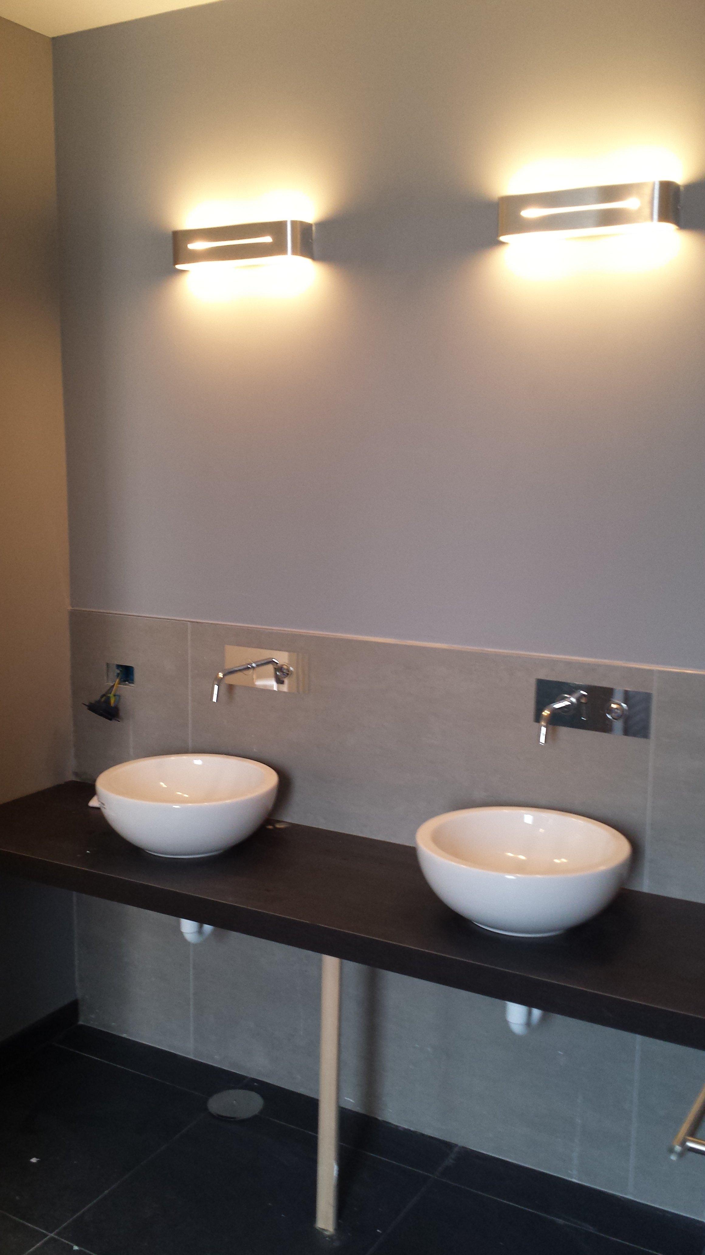 Due lavabi bianchi