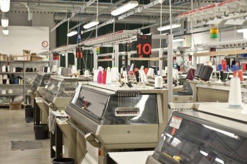 lavorazione della maglieria in lana