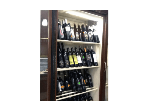 Accompagnate la cena assaporando un buon vino tra tutti quelli disponibili.