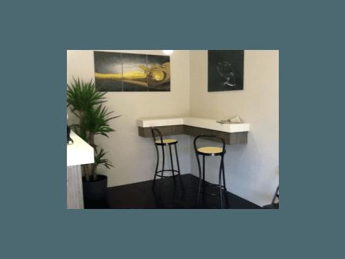 Ordinate qualcosa da bere al bar del ristorante Grillo Verde, in attesa che arrivi il vostro turno.
