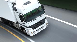vista laterale del camion per il trasporto delle merci