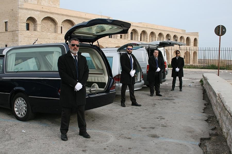 team di delfini agenzia funebre