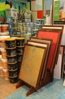 vernici in barattolo e cornici in legno